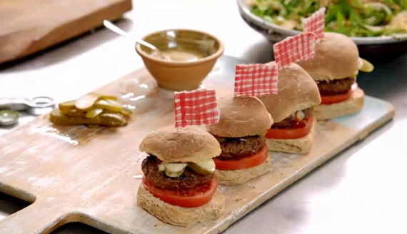 jamie oliver healthy burgers with beer and mustard recipe on 15 minutes meals tv foods. Black Bedroom Furniture Sets. Home Design Ideas