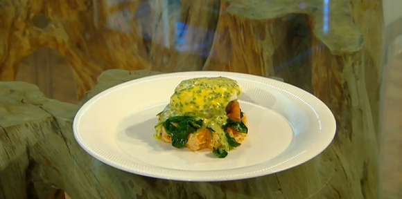 Watch Poached Eggs with Chive Hollandaise Sauce Recipe video