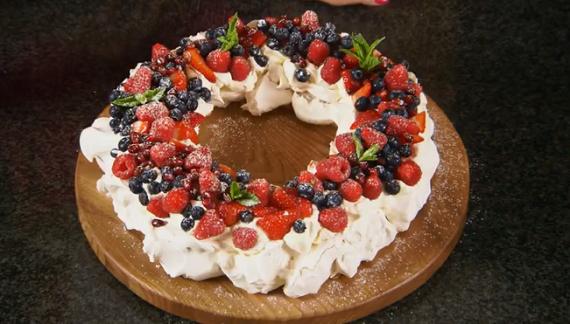 Mary Berry Christmas Pavlova Wreath Recipe The Great British Bake Off Christmas Masterclass Tv