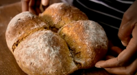 Lorraine Pascale made a delicious and easy to make soda bread with buttermilk and treacle on Saturday Kitchen. The ingredients are: 370g plain flour, plus extra for dusting, 130g wholemeal...