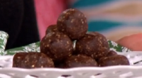 Liz Earle served up delicious dark chocolate beauty bombs for a homemade beauty gift this Christmas on This Morning. Thei ingredients are: 100g of medjool dates, 20g dark chocolate (80%...