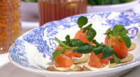Paul Ainsworth served up tasty Scottish salmon gravadlax rosettes on Royal Recipes with Michael Buerk. Paul and Michael created their gravadlex using salt, honey and Scottish whisky. They served it...