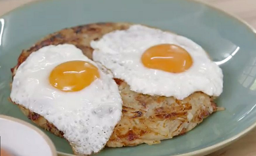 mary berry bacon rosti with fried egg recipe tv foods