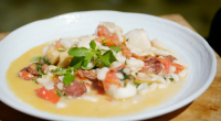James Martin served up a one pot scallops with white beans and chorizo on James Martin's French Adventure. The ingredients includes: garlic, shallots, scallops, butter, spicy chorizo, tomatoes, white beans,...