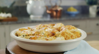 Mary Berry served up a cheats fish pie otherwise known as a smoked haddock and cauliflower gratin with a cream sauce on Mary Berry Everyday. The ingredients are: butter, for...
