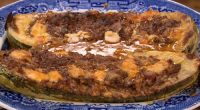 Si and Dave served up stuffed marrow with mince beef and cheese sauce on Saturday Kitchen. The ingredients for the stuffing: 1 tbsp sunflower oil, 1 onion, chopped, 2 medium...