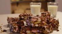 Simon Rimmer served up a rocky road dessert with dark chocolate, marshmallows and blueberries on Eat The Week With Iceland. The ingredients are: 225g dark chocolate, 50g golden syrup, 125g...