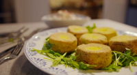 Simon Rimmer served up smoked haddock fishcakes with polenta and slaw on Eat the Week with Iceland. The ingredients are: 250g Potatoes (Cooked, Drained And Mashed), 125g Raw Potato (Grated...
