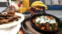 Fearne Cotton served up courgette and sweet potato hash with sweet blueberry omelette for a weekend brunch on today's episode of Lorraine. The ingredients for the sweet omelette are: 1...