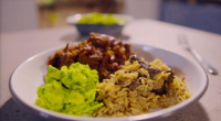 Simon Rimmer served up Texas chilli with dirty rice and avocados on Eat the Week with Iceland. The ingredients are: 800g Chuck Steak, 2 Onions (Finely Diced), 2 Cloves Of...