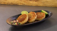 James Martin served up crabcakes with Asian style chilli salsa on Saturday Morning with James Martin. The ingredients for the fish cakes: 150g mashed potatoes, 300g white crab meat, 50g...
