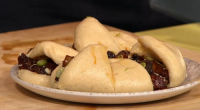 Simon Rimmer served up sticky pork bao buns on today's episode ofSunday Brunch. The ingredients are: 500g pork belly, cut into 200mm cubes, 25mm piece grated ginger, 2 cloves garlic,...