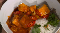 Simon Rimmer served up a tasty Burmese fish curry on today's episode of Sunday Brunch. The ingredients are: 10g shrimp paste, 4 toms, skinned, deseeded and chopped, oil to fry,...