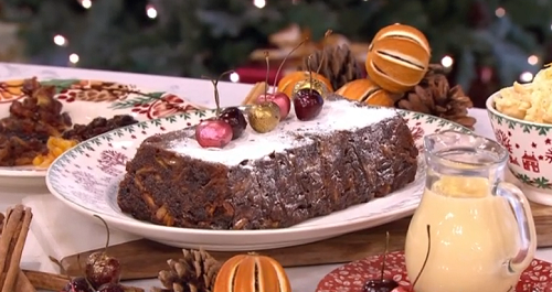 Phil Vickery served up a easy to make Christmas pudding with gin, apples and brandy custard sauce on This Morning. The ingredients are: 250ml sloe gin, 50g black treacle, 1...