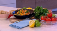 Phil Vickery served up a tasty spicy lean chicken fillet and tomato curry with egg white cooked in just 15 minutes on This Morning. The ingredients are: 1 medium egg...
