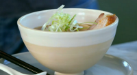 Josh Hartnett and Jamie Oliver served up a tasty pork ramen with apple soffritto broth on Jamie and Jimmy's Friday Night Feast. The ingredients are: marinated eggs and ramen noodles....