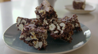 Tom Kerridge served up delicious low calorie popcorn bars with cranberries and dark chocolate on Tom Kerridge's Lose Weight For Good/ Each serving provides 90 kcal. The ingredients are: 200g...