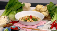 Gok Wan served up tasty and healthy vegetarian comfort food with lo hom noodles and kecup manis on This Morning. The ingredients for the noodles: 4 single packets ready udon...