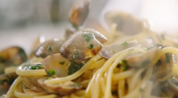 Jamie Oliver served up spicy nduja vongole with clams and rose wine on Jamie's Quick & Easy Food. The ingredients are: 150 g dried linguine, 500 g clams , scrubbed,...