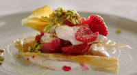 Jamie Oliver served up a delicious honey berry filo smash with pistachios, raspberries and organic yoghurt on Jamie's Quick and Easy Food. The ingredients are: 3 sheets of filo pastry,...