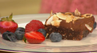 Simon Rimmer and Will.i.am served up delicious vegan Chocolate, Coconut and Date bars on Sunday Brunch. The ingredients are: 600g chopped pitted dates, 110g cocoa powder, tbs maple syrup, 250g...