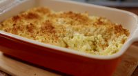 Nadiya Hussain served up a tasty piccalilli macaroni cheese without a white sauce on Nadiya's Family Favourites. The ingredients are: 250g macaroni, 350g mature cheddar cheese, grated, 1 medium egg,...