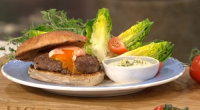 Tom Daley served up tasty and healthy Olympic burgers with eggs, a side salad and a homemade ranch dip on This Morning. The ingredients are: 250g minced beef, 3 sprigs...