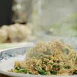 Phil Vickery easy egg fried rice with prawns, ham and spinach recipe on This Morning