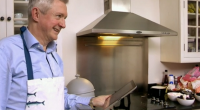 Louis Walsh showcased his cooking skills, house and home for Annie, Simon, Tracey and Brian on Who's Doing The Dishes? In this new show presented by former Westlife star Brian […]