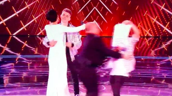 The live final of The Voice was interrupted tonight when a protester walked onto the stage after it was revealed that Jamie Miller was not in the last two finalist. […]