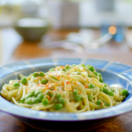 Nadiya Hussain avocado pasta with peas and mint recipe