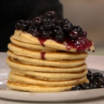Lisa Faulkner American pancakes with blueberry compote recipe on This Morning