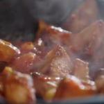 Lisa Faulkner patatas bravas (roast potatoes in a spicy tomato sauce) recipe on John and Lisa's Weekend Kitchen
