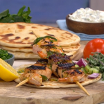 Theo Michaels Greek feast with souvlaki, flatbreads and tzatziki recipe on This Morning