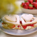 Lisa Faulkner shortbread with macerated strawberries recipe on John and Lisa's Weekend Kitchen