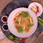 Shivi Ramoutar ginger peanut chicken noodle stir fry recipe on Steph's Packed Lunch