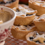 Lisa Faulkner mince pies with Amaretto butter and grand's mincemeat recipe on John and Lisa's Christmas Kitchen