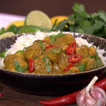Nisha Katona curry in a hurry with chicken, coconut and pineapple recipe on This Morning
