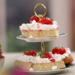 John Torode and Lisa Faulkner strawberry shortcake crunch recipe on John and Lisa's Weekend Kitchen
